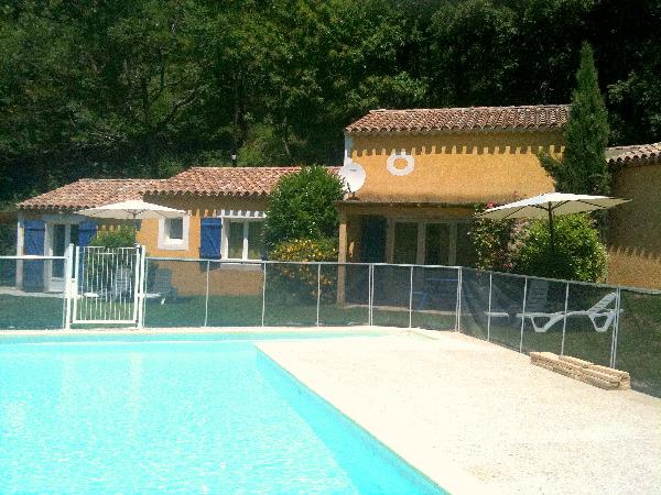 piscine drome eyzahut vacances